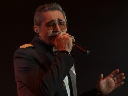 Fereydoun---Dooset-Daram-(Live)-video